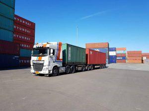 Vrachtwagen zeecontainervervoer